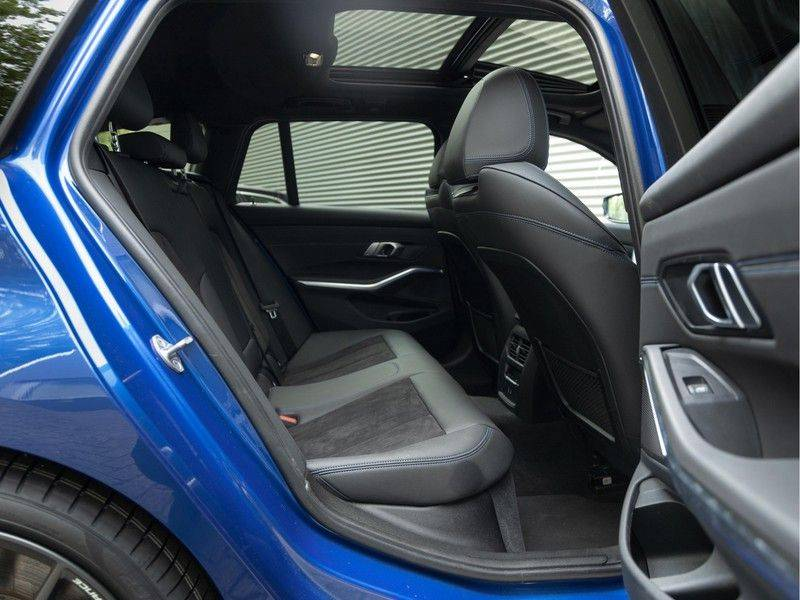 BMW 3 Serie Touring 330i M-Sport - Panorama - Driving Assistant Professional - DAB afbeelding 17