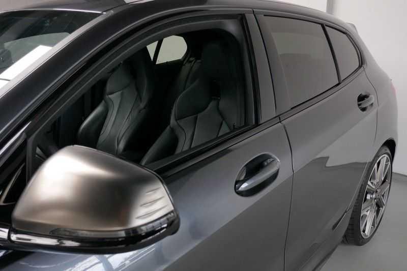 BMW 1 Serie M135i xDrive High Executive Virtual - Led - Panodak afbeelding 11