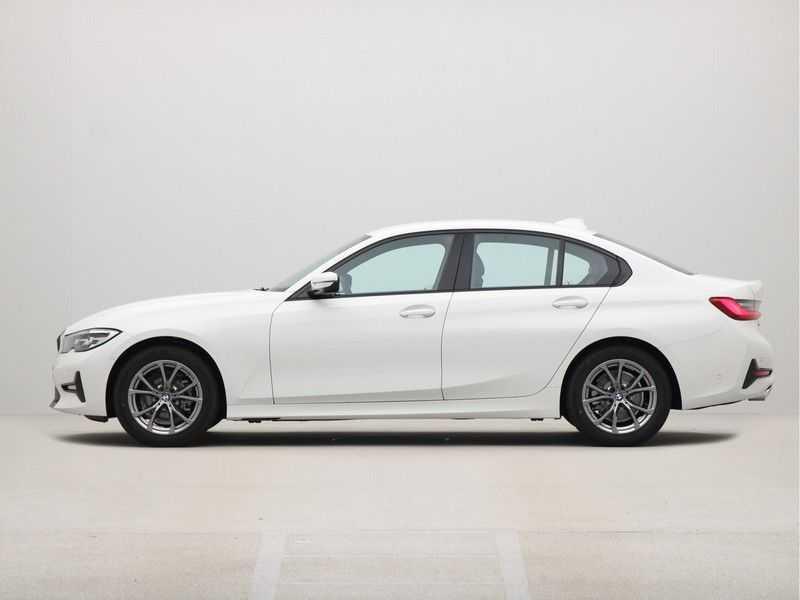 BMW 3 Serie Sedan 318i Executive Sport Line Automaat afbeelding 14