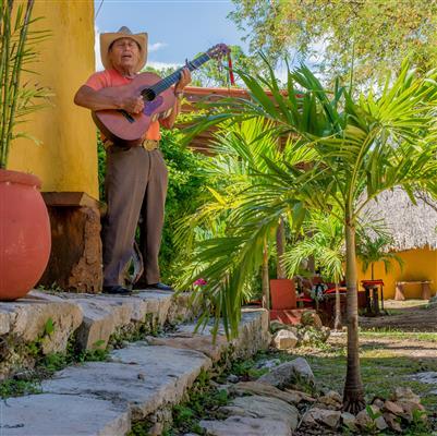 conoce las hermosas canciones de musicos locales en los 7 cenotes