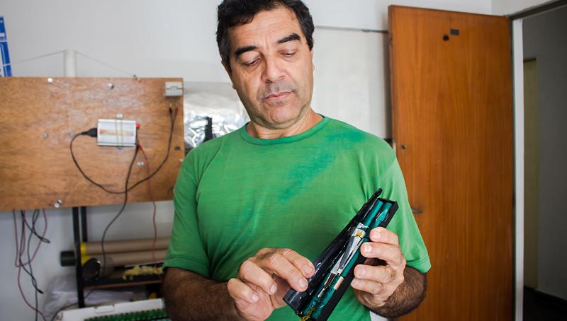Imagem em destaque para o artigo: Bateria caseira com baterias de notebook recicladas