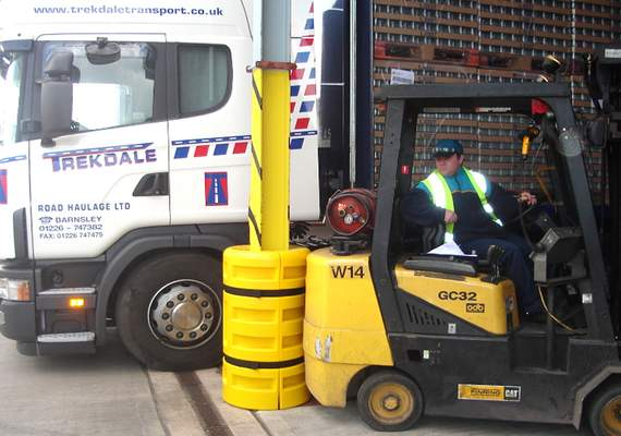 S200 / S300 Protecting Column & Forklift