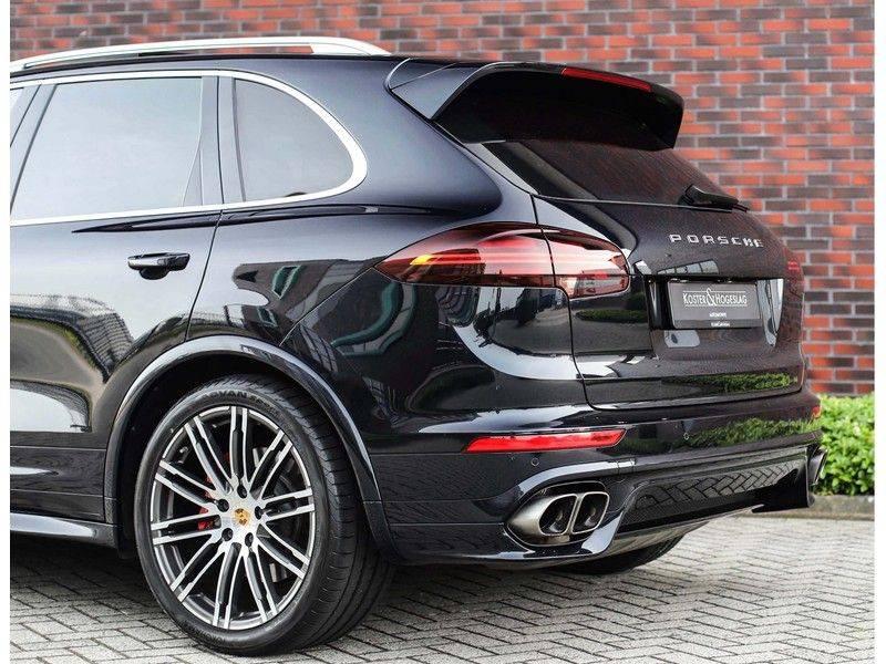 Porsche Cayenne Turbo *SportDesign*Pano*360cam*Chrono*Soft-Close* afbeelding 14