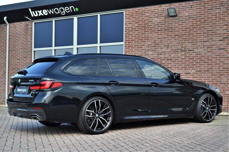 BMW 5 Serie Touring 540i xDrive 333pk M-Sport Pano Laser Comfort LiveCp DA+ HUD 20inch afbeelding 6