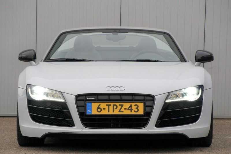 Audi R8 Spyder 5.2 V10 FSI / Akrapovic / Carbon Pack / B & O / Ceramic / Camera / Audi Exclusive / Cruise afbeelding 13