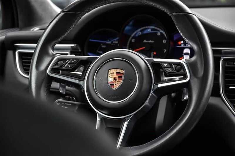 Porsche Macan TURBO AKRAPOVIC+21INCH+LUCHTV.+CAMERA NP.154K afbeelding 22