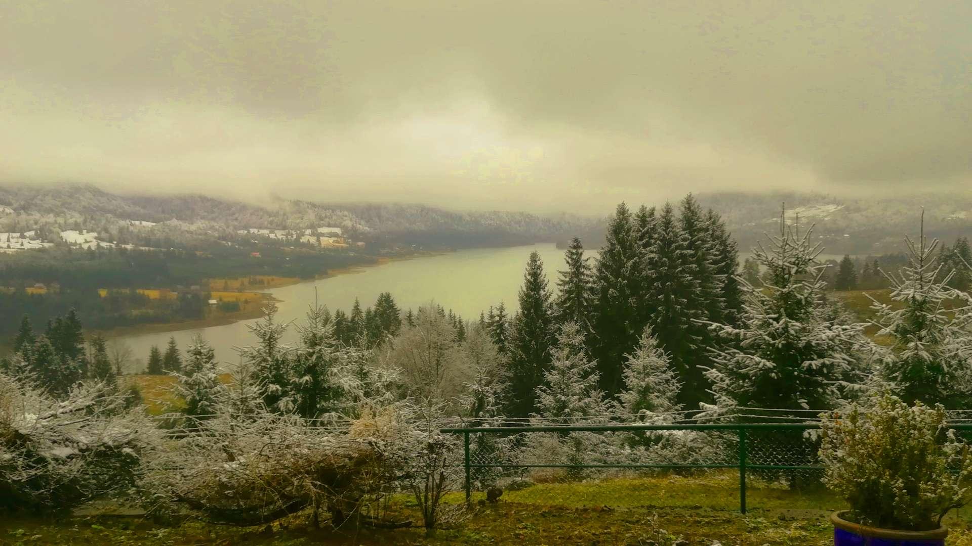 iarna colibita munti cu zapada