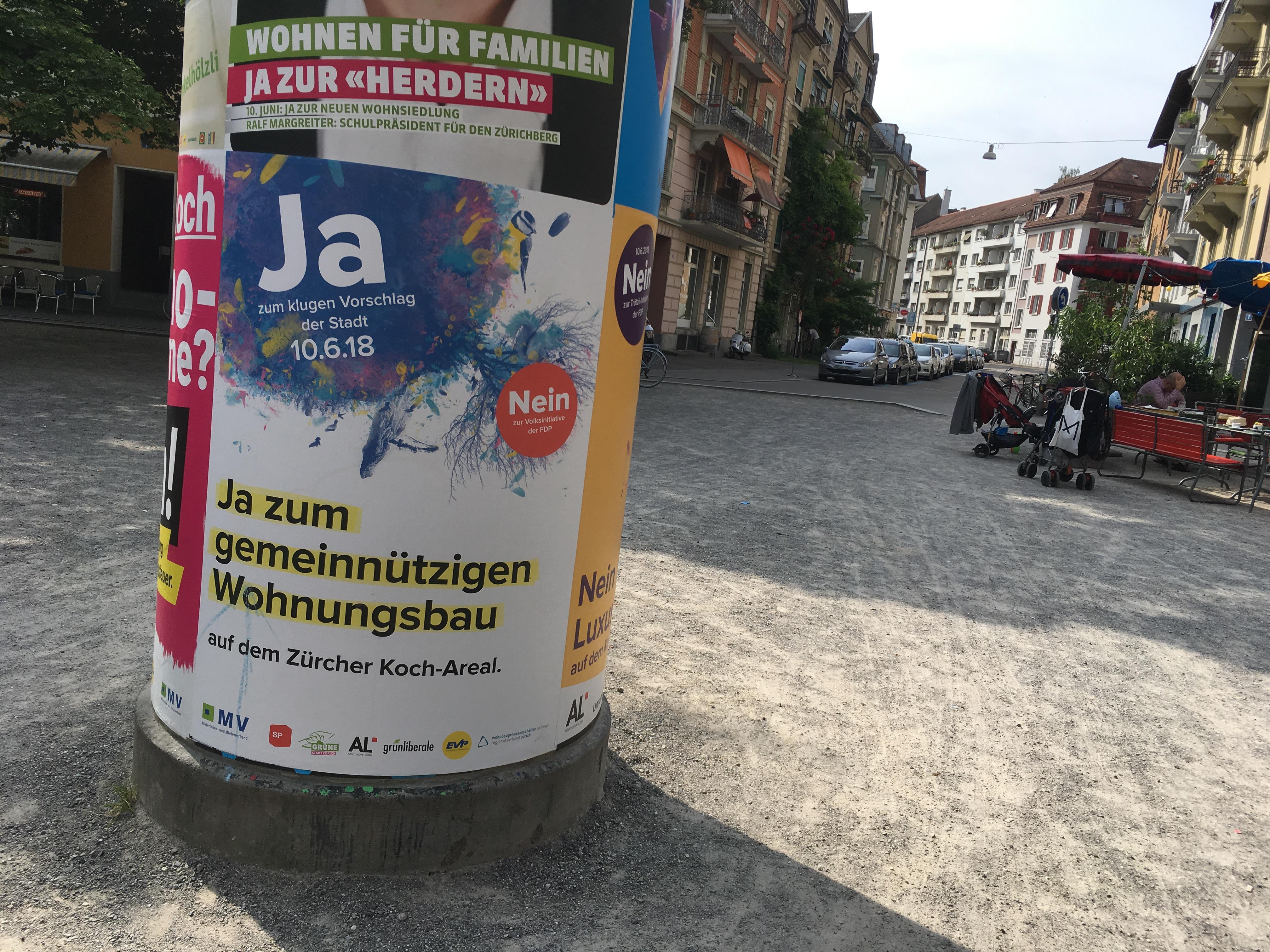 Idaplatz Plakatsäule. mit Abstimmungsplakat