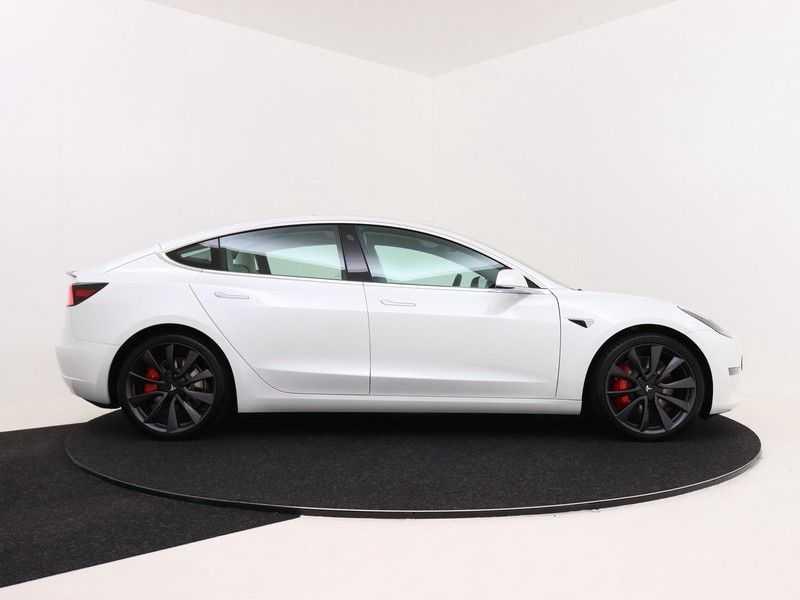 Tesla Model 3 Long Range All-Wheel Drive Performance Prijs is Incl. BTW   20'' grijze Performance-velgen   Performance upgrade   Performance remmen   Autopilot   afbeelding 7