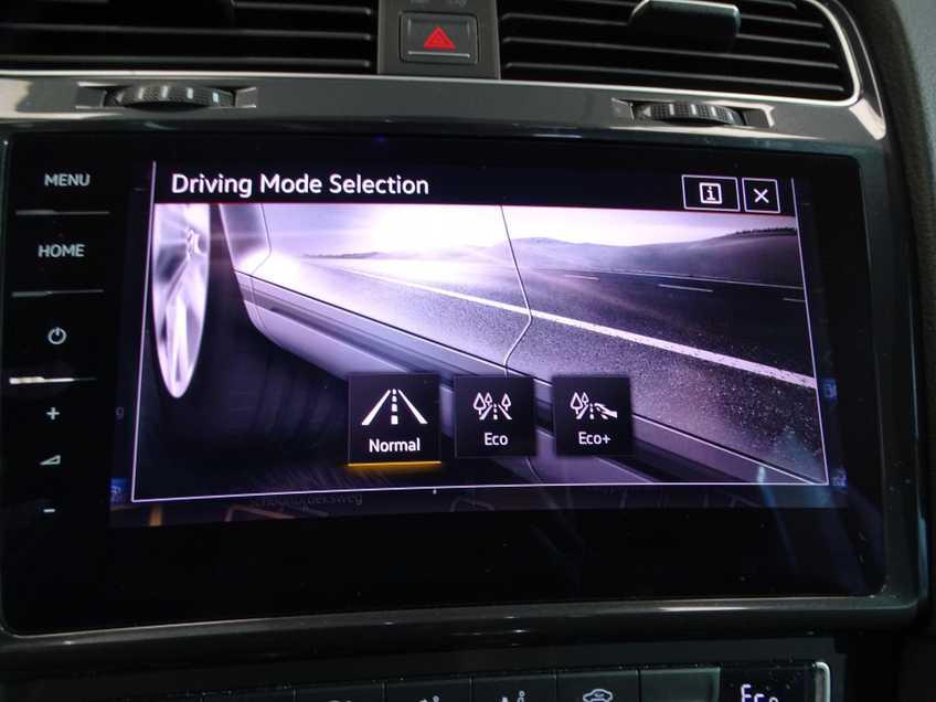 Volkswagen e-Golf e-Golf MARGE! LED Navigatie Clima Cruise Warmtepomp Virtual CP Camera afbeelding 13