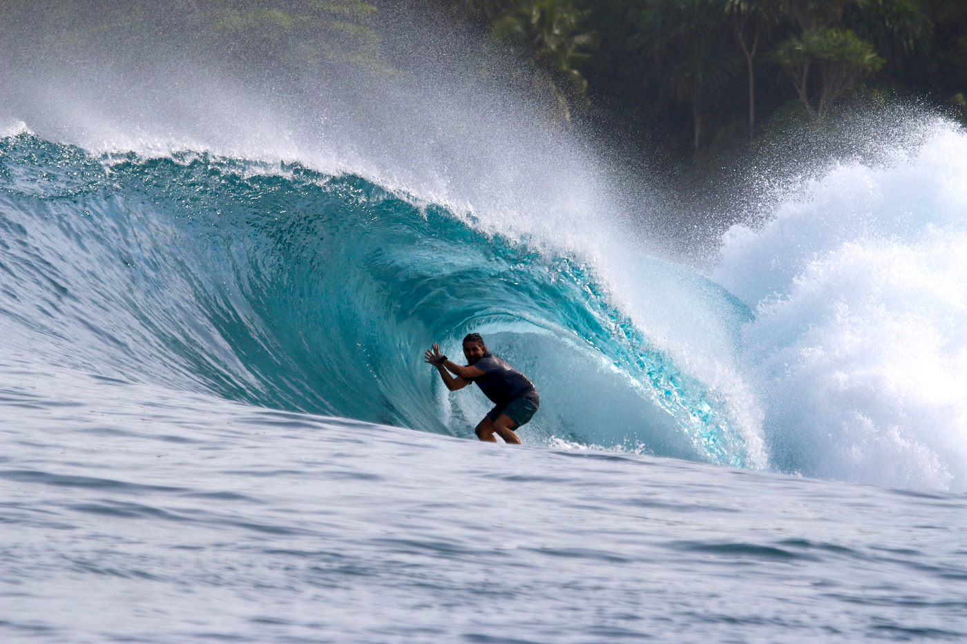 Banyaks Islands Surfing
