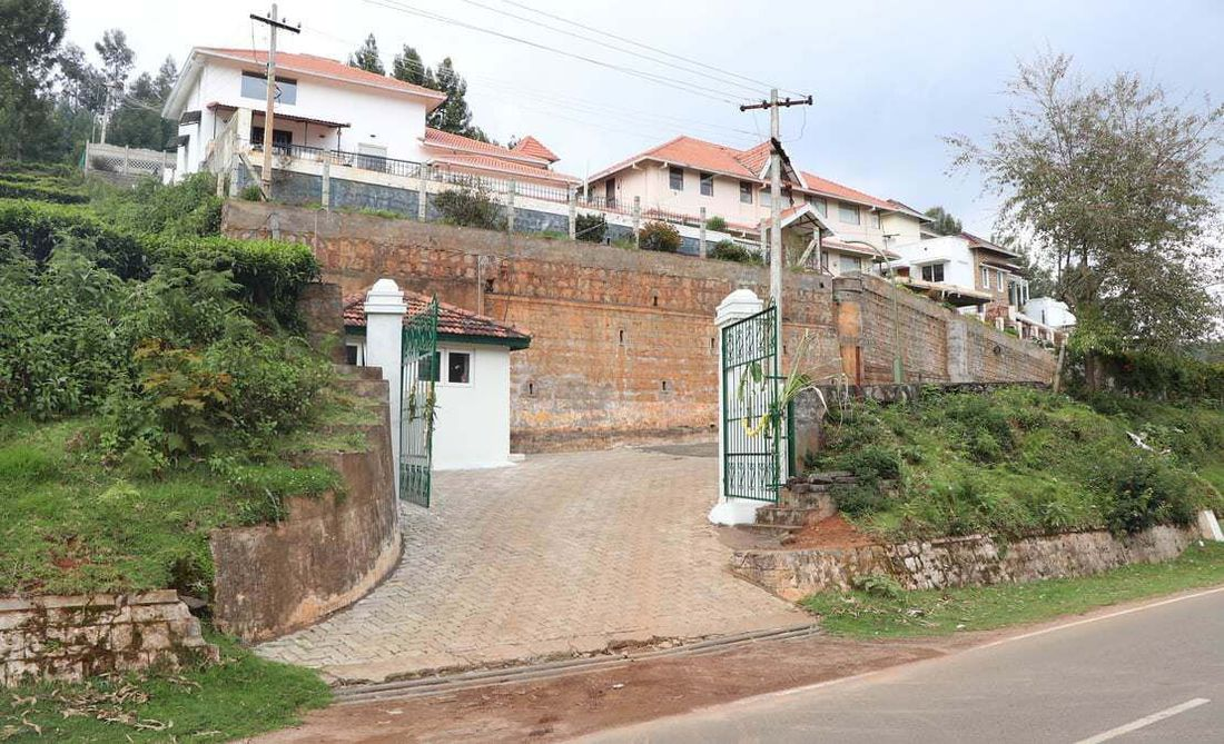 Entrance of Hillsdale from the Coonoor-Kotagiri Road
