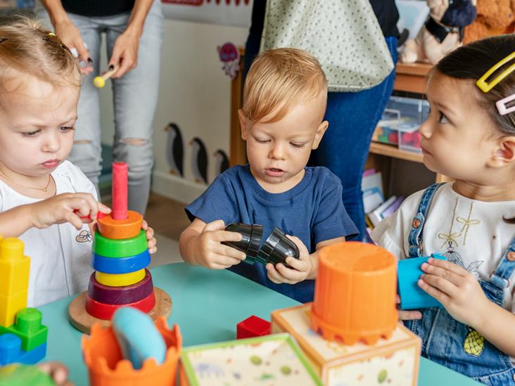 Діти двох-чотирьох років - маленькі дослідники всього навколо