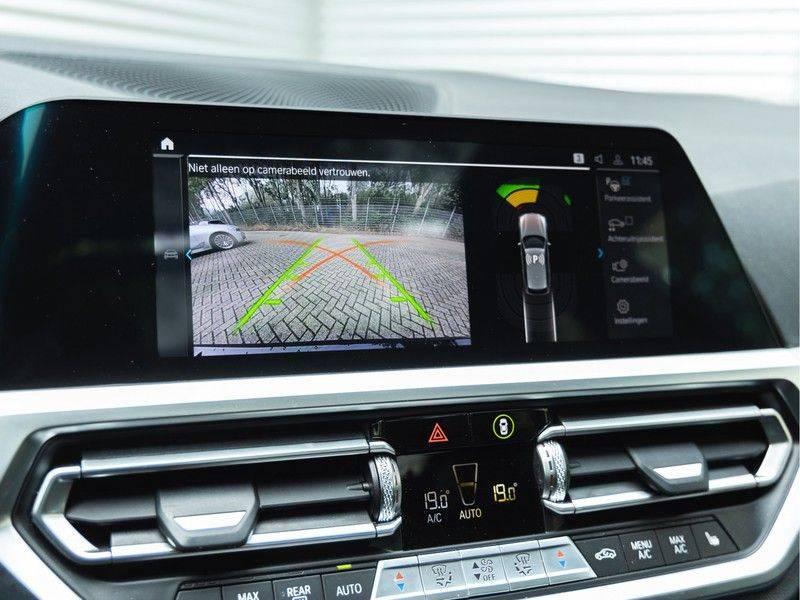 BMW 3 Serie Touring 330e xDrive M-Sport - Panorama - Harman Kardon - Active Cruise afbeelding 25