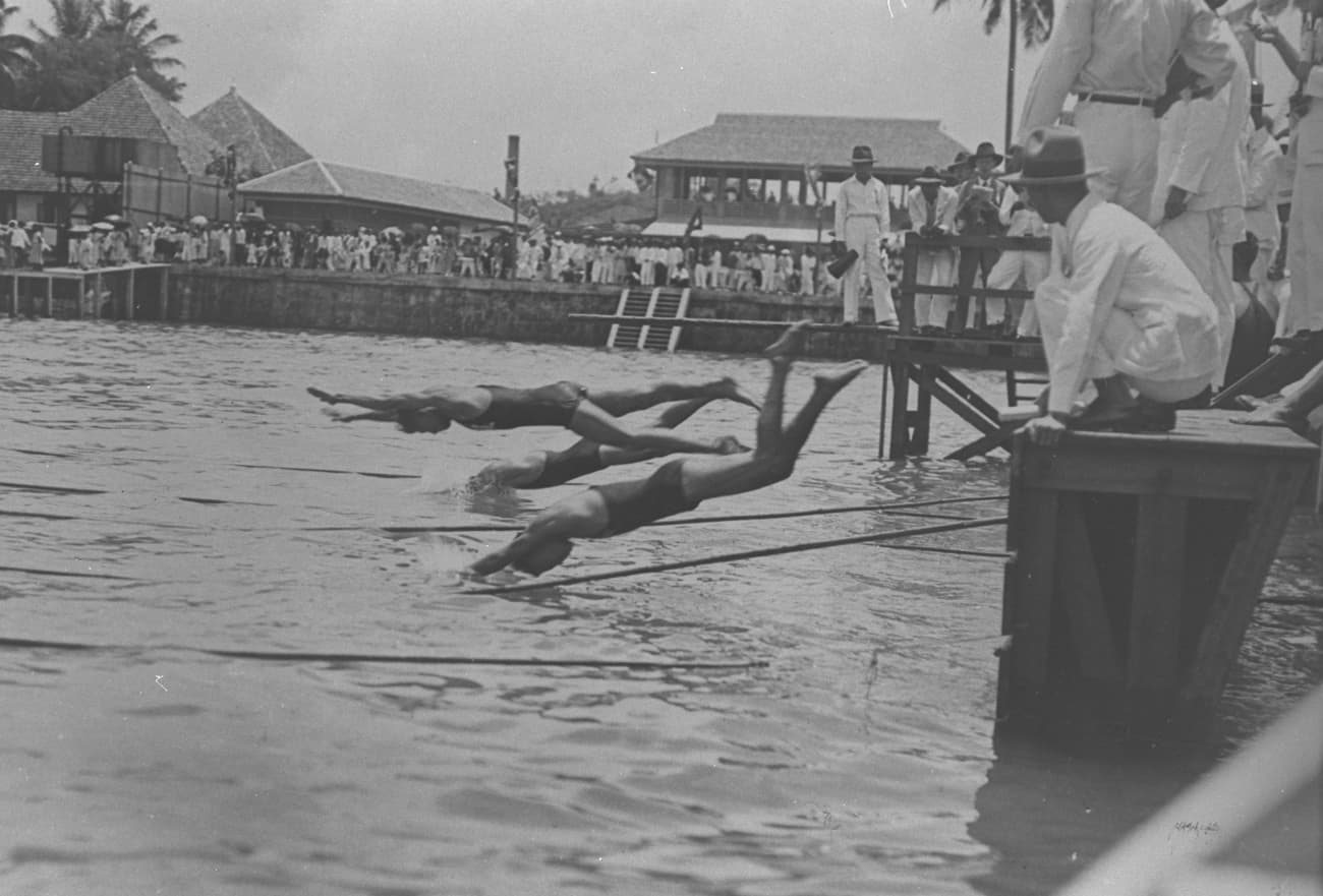 Swimming competition, 1930s