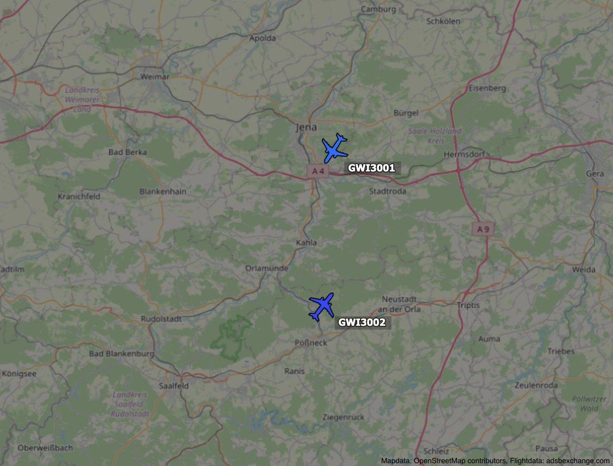 Screenshot von ADSB-Exchange - 2 Flugzeuge nebeneinander, in entgegen gesetzte Richtungen fliegend über Jena