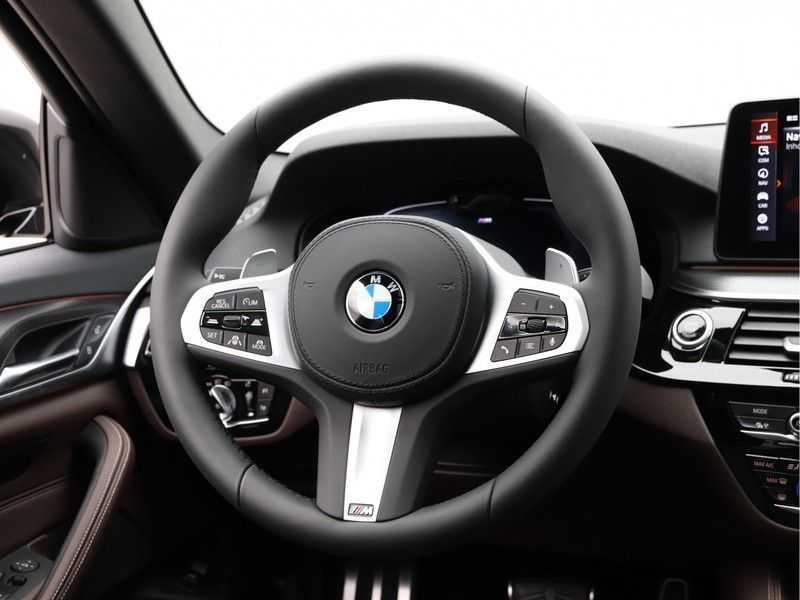 BMW 5 Serie Touring 530d High Exe M-Sport Face-lift ! afbeelding 8