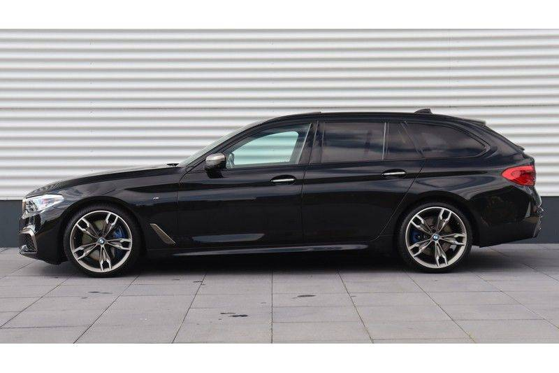 BMW 5 Serie Touring M550d xDrive High Executive Bowers & Wilkins, Head-Up Display, Soft-Close, Stoelventilatie afbeelding 2
