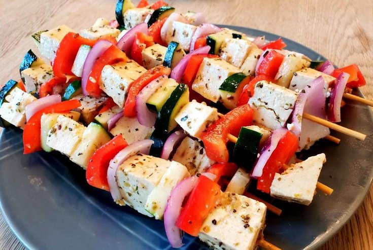 Skewers with tofu, red pepper, red onion, and zucchini