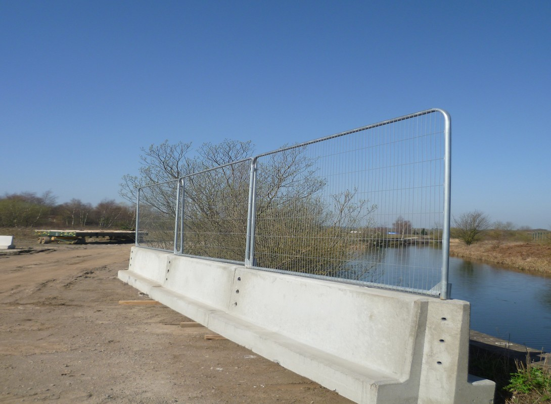 Concrete barriers with Fencing