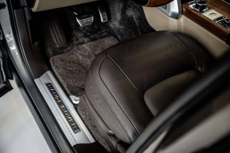 Land Rover Range Rover 4.4 SDV8 Black Pack | Panorama | Head-up Display | Trekhaak | Ambient lighting afbeelding 13