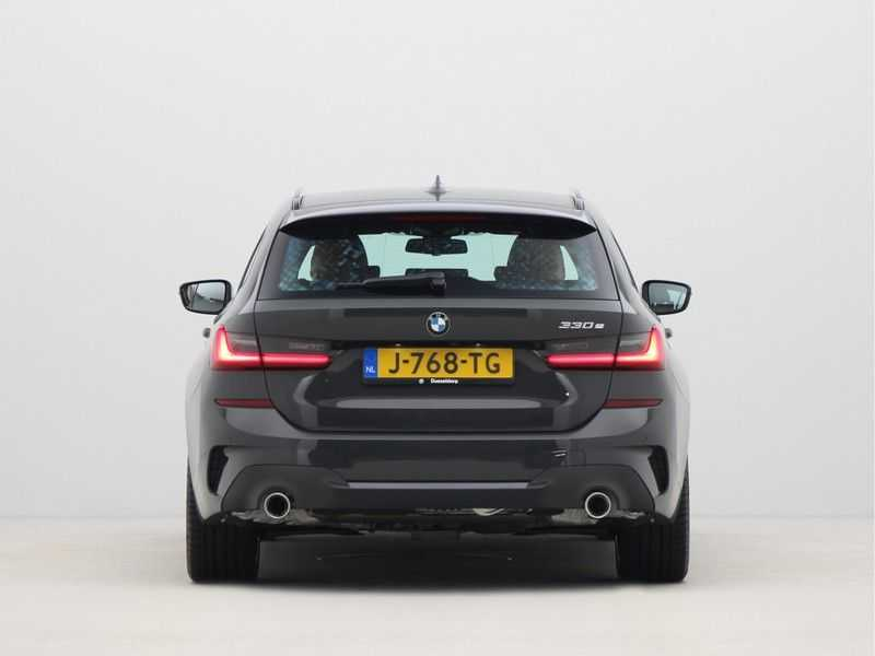 BMW 3 Serie Touring 330e PHEV High Executive M-Sport Automaat afbeelding 5