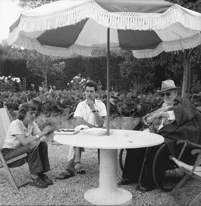 Henri Matisse, Jean Vincent de Crozals, Annelies Nelck (from right to left), Villa La Jonque, Vence, 1953 (© Jean Vincent de Crozals, CC BY-SA 3.0)
