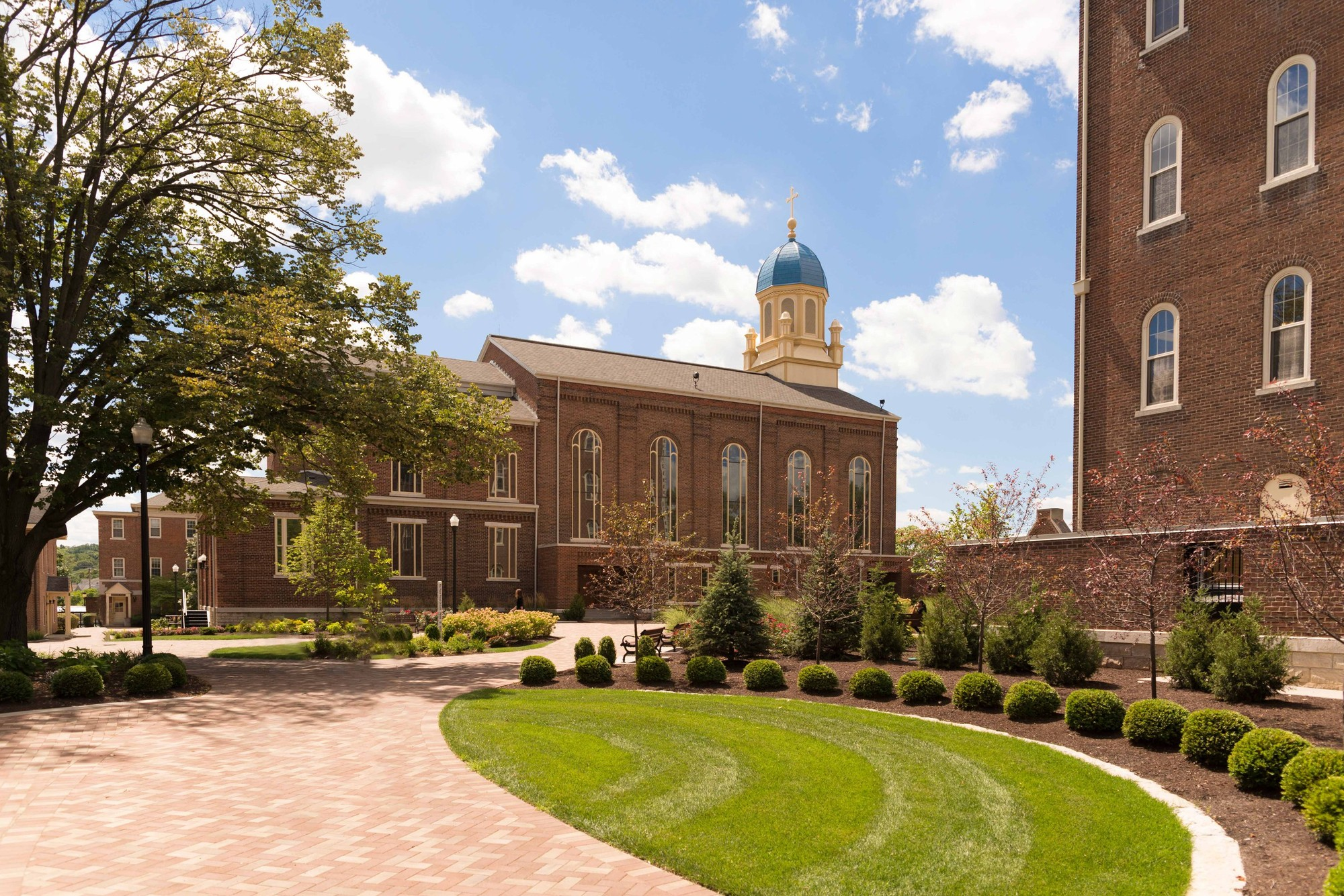 A side view of the Chapel of the Immaculate Conception from a courtyard on the Dayton University campus