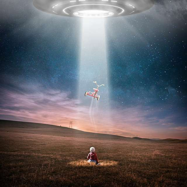 Two similar UFO sightings in England, UK