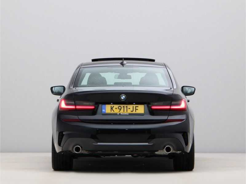 BMW 3 Serie 320i High Executive Model M Sport afbeelding 9