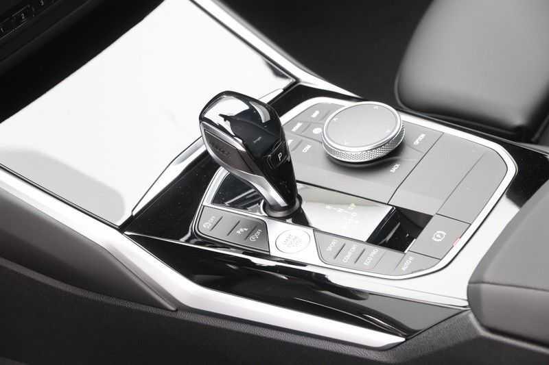 BMW 3 Serie 318i Sedan Exe Sportline Aut. afbeelding 13