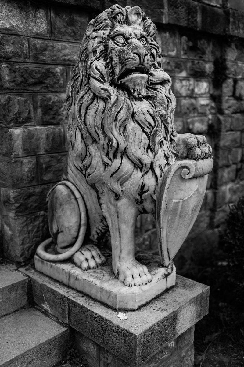Lion, Peleș Castle