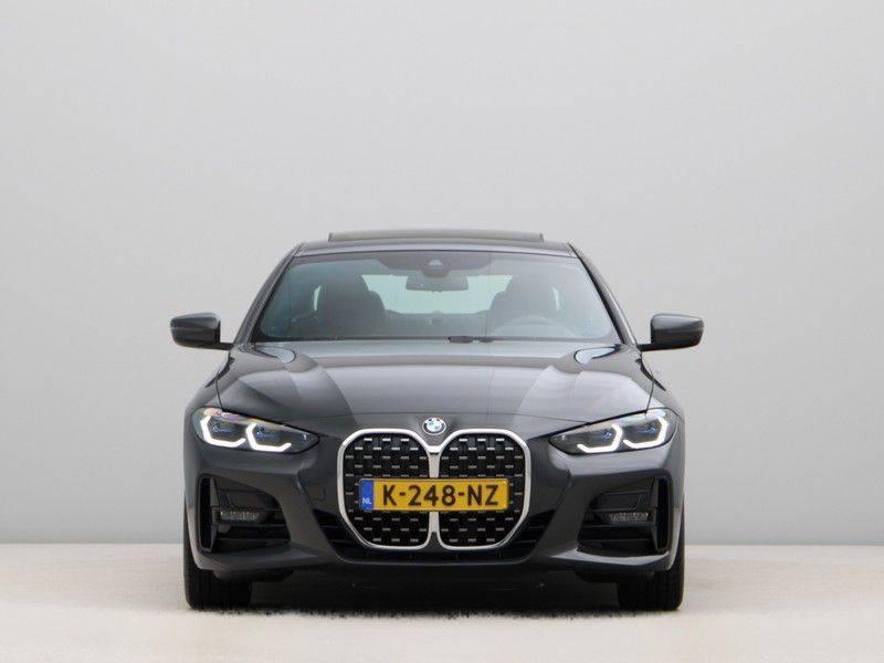 BMW 4 Serie 420i Coupé High Exe M-Sport Aut. afbeelding 6