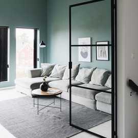 Vi har fått et intervju med en av Skandinavias fremste fremtidsforsker innen design og bolig, Rikke Skytte. Hun mener hagen og hjemmet vårt kommer til å bli mer viktig for oss en noen gang 🏡  Les mer om interiørtrendene 2020/2021 på vår hjemmeside 🌿 Direktelink finner du i profilbeskrivelsen.  Foto: @stiil.as