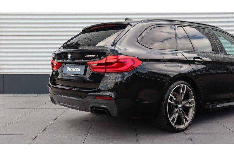 BMW 5 Serie Touring M550d xDrive High Executive Bowers & Wilkins, Head-Up Display, Soft-Close, Stoelventilatie afbeelding 25
