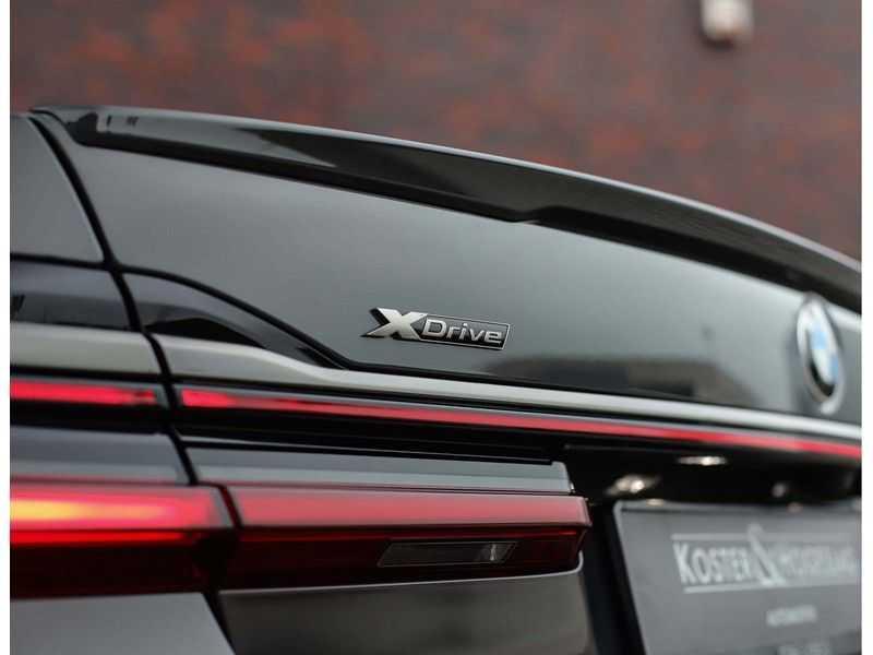 BMW 7 Serie M760Li xDrive *Dravit grey*Executive seats*Sky Lounge*Full option* afbeelding 8