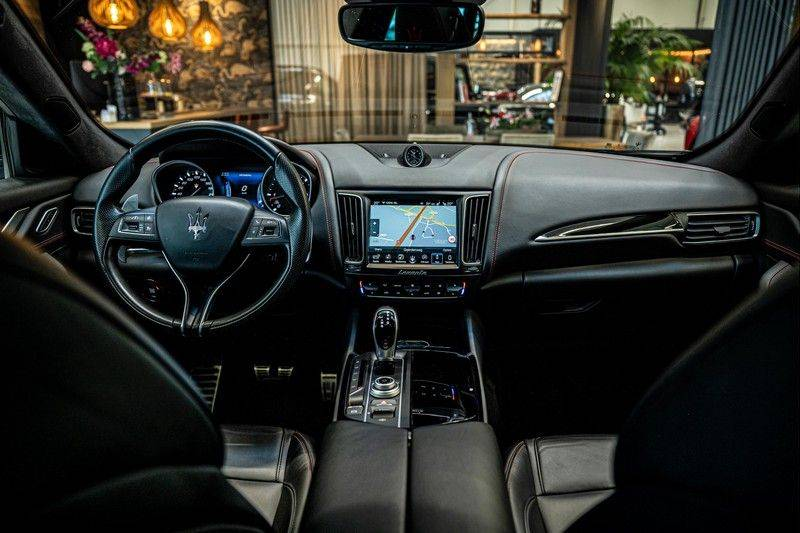 Maserati Levante 3.0 V6 D AWD | BTW | Black pack | Pano | Rood sticksel | Harman Kardon | Voertuigvolgsysteem | Nieuwe onderhoudsbeurt | afbeelding 25