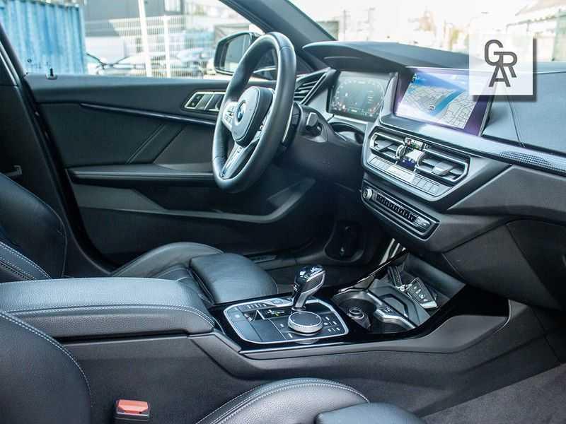 BMW 1 Serie M135i xDrive High Executive afbeelding 17