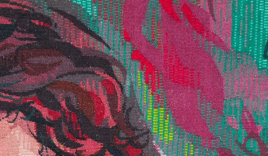 Un motif de tapisserie, en camaïeu de roses sur fond vert