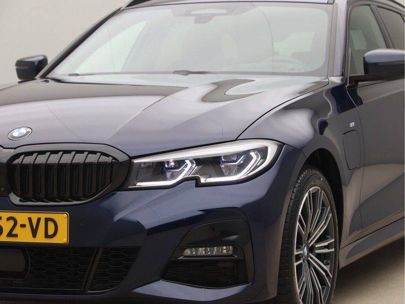 BMW 3 Serie Touring 330e xDrive High Executive M-Sport Automaat afbeelding 23