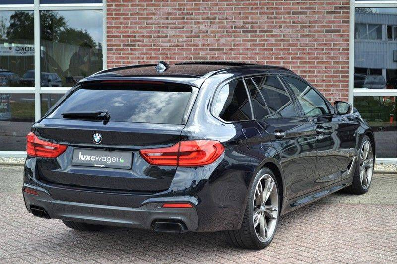 BMW 5 Serie Touring M550d xDrive 400pk Pano Standk ACC 20inch Adp-LED HUD afbeelding 13