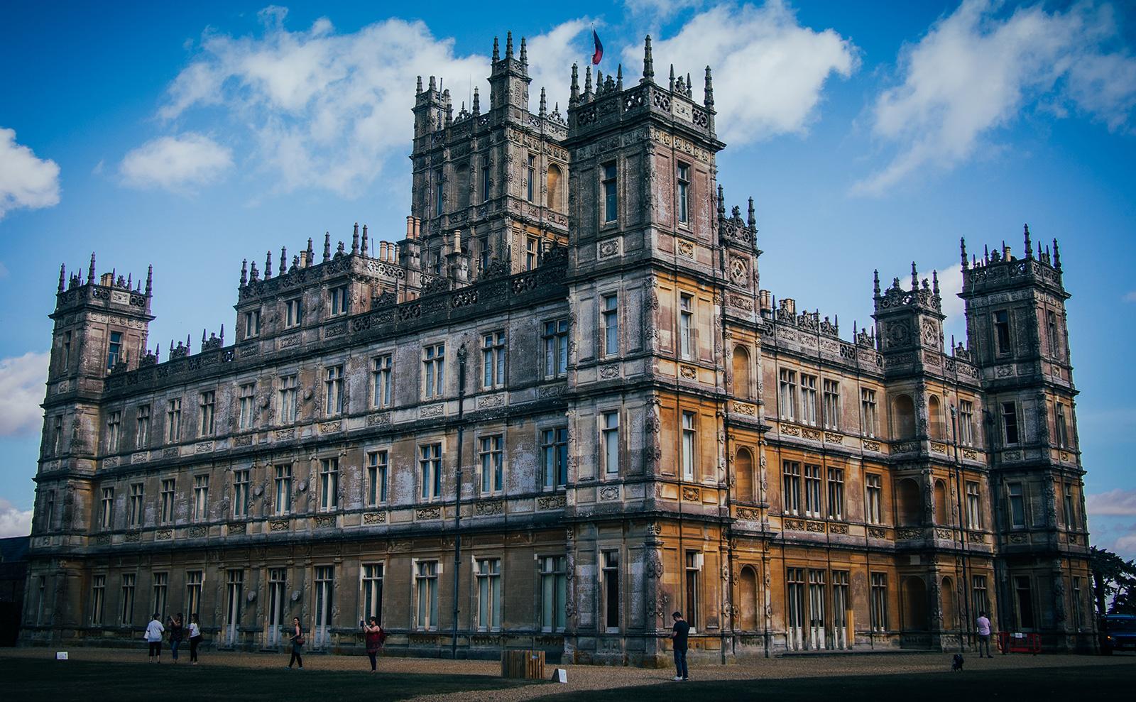 6 Classic Novels Set in Memorable Manor Houses