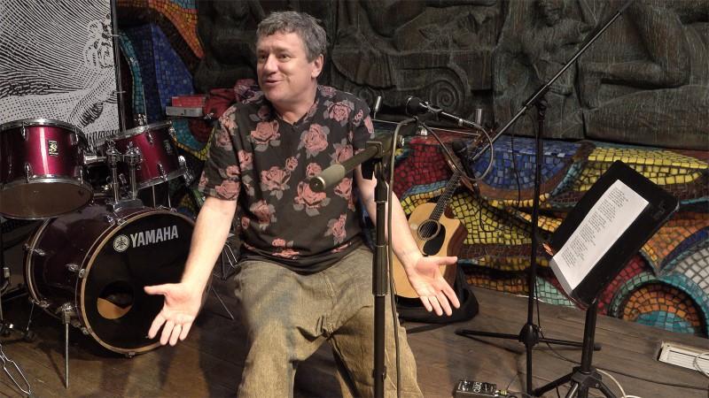Леонид Фёдоров на съёмках интервью в клубе «Март»