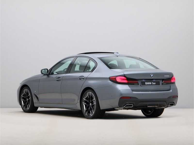 BMW 5 Serie 530i High Exe M-Sport LCI afbeelding 11