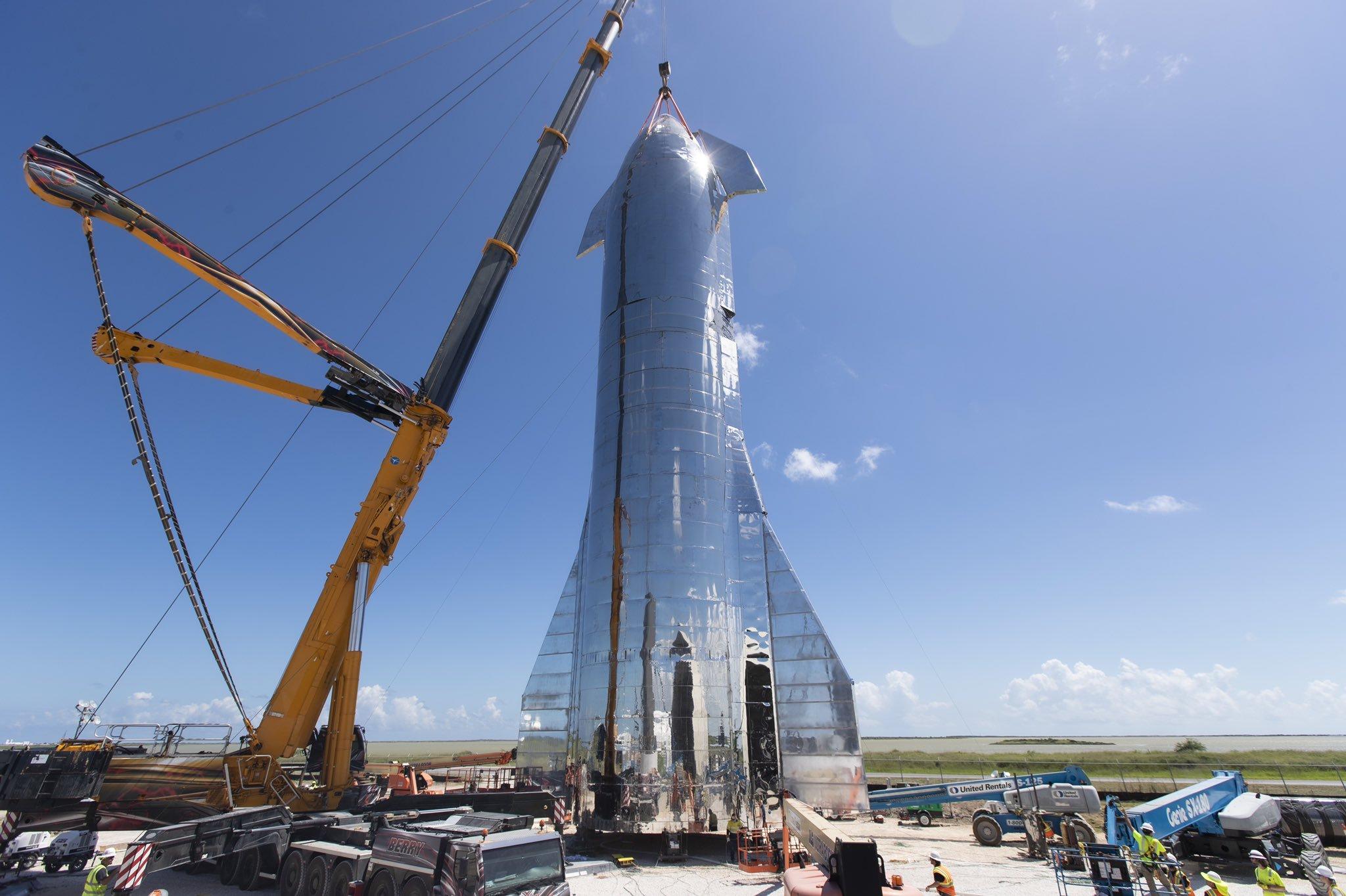 Figure 1: Prototipul Starship Mk1, construit la sediul SpaceX din Boca Chica, Texas (Sursa: SpaceX)