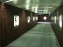 写真: 会場前の地下道の様子