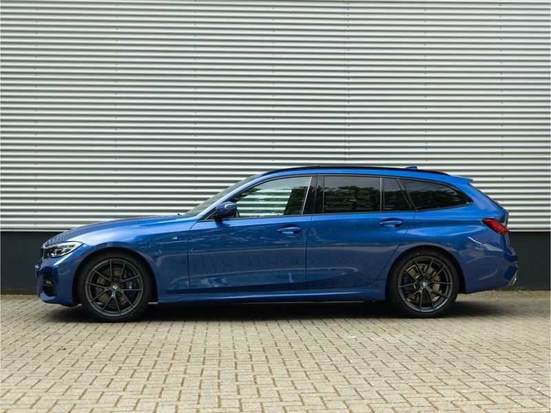 BMW 3 Serie Touring 330i M-Sport - Panorama - 19 Inch M-Performance - Active Cruise Controle afbeelding 9