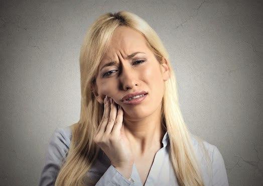mulher-dor-de-dente
