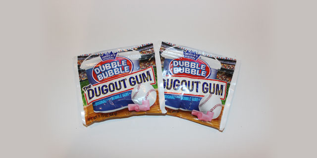 2 Packs of Dubble Bubble Dugout Gum