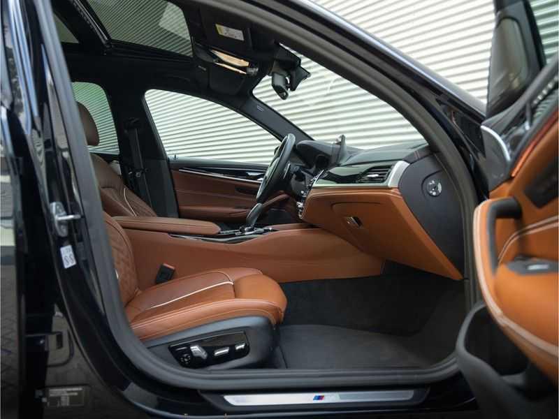 BMW 5 Serie Touring 530i xDrive M-Sport - Individual Leder - Trekhaak - Stoelventilatie afbeelding 17
